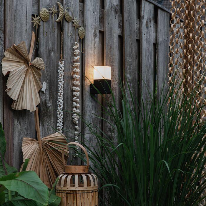 Vanjska-zidna-svjetiljka-crna-s-bijelom-opalom-IP44---Danska