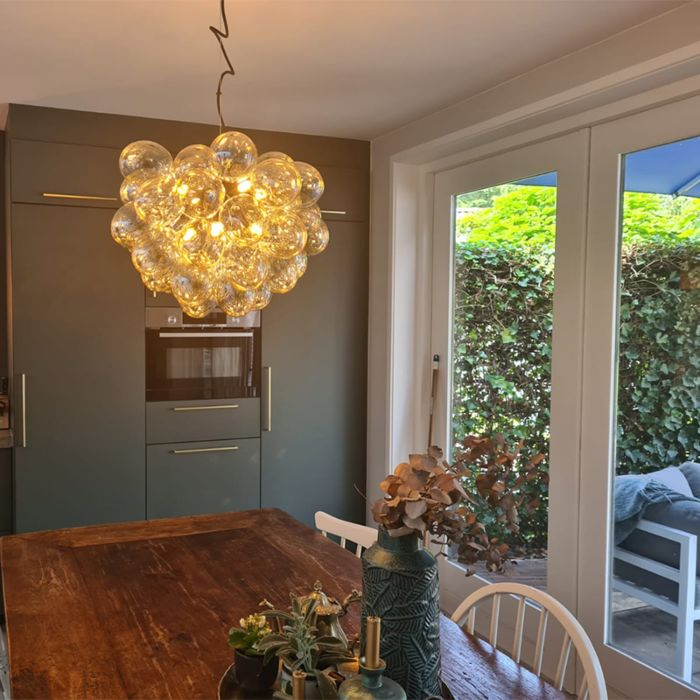 Art-Deco-viseća-svjetiljka-crna-sa-staklenim-8-lampica---Uvas